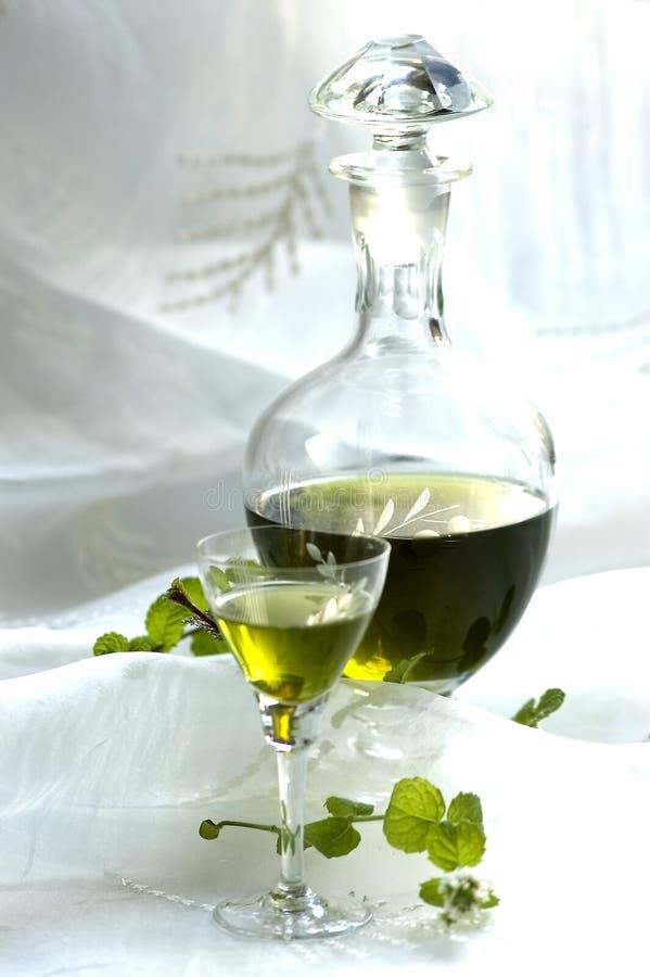玻璃水瓶草本酒 库存图片