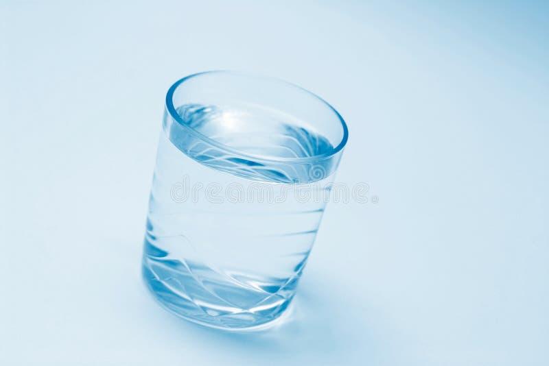 Download 玻璃水 库存照片. 图片 包括有 时候, 干渴, 蓝色, 波纹, 运行, 宏指令, 冷静, 详细资料, 杯子, 蓝蓝 - 62244