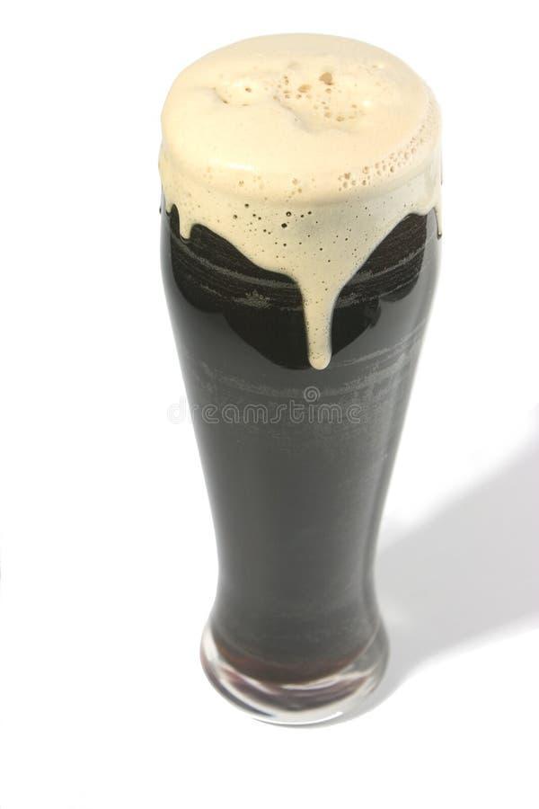 玻璃烈性黑啤酒 免版税图库摄影
