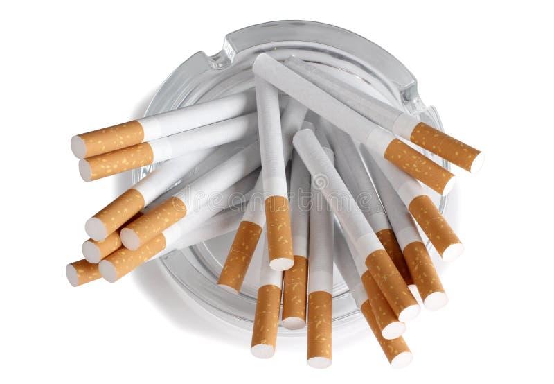 玻璃烟灰缸的香烟 库存照片