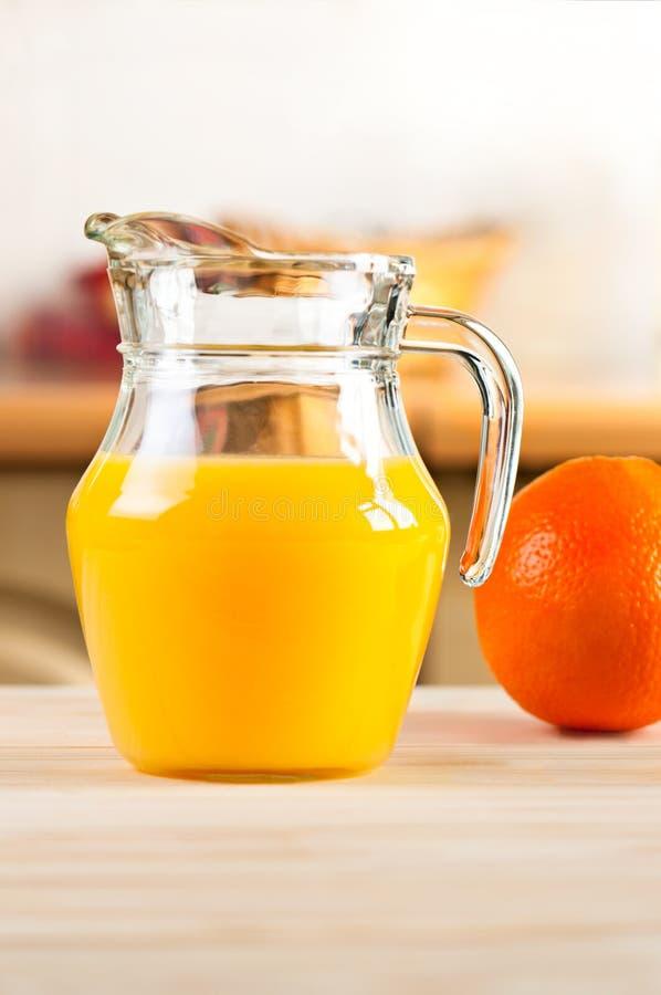 玻璃瓶子汁液桔子 免版税库存照片