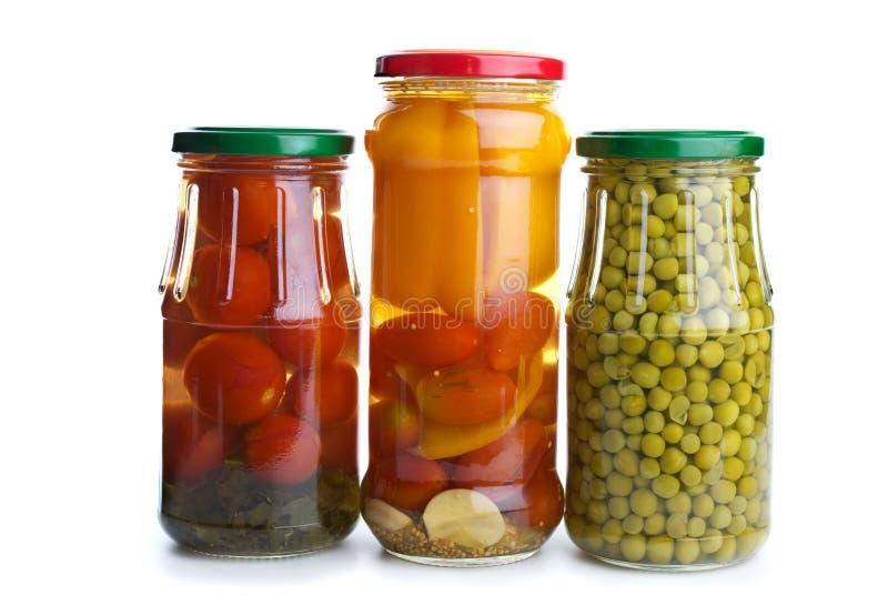 玻璃瓶子用了卤汁泡三棵蔬菜 免版税库存图片