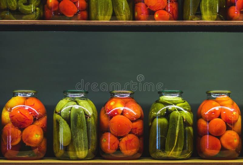 玻璃瓶子用腌汁 免版税库存照片