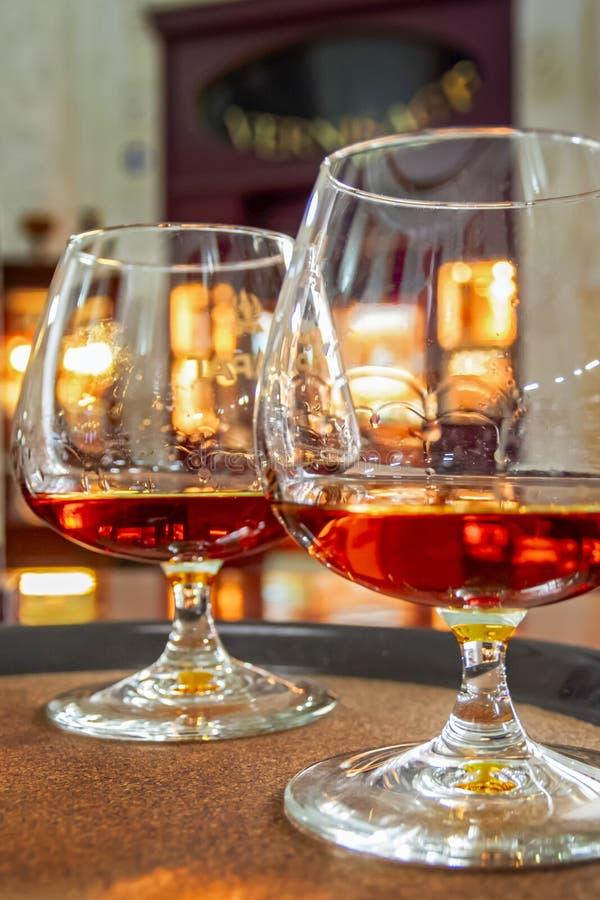 玻璃用科涅克白兰地 葡萄酒汇集,酒精饮料在经典样式设置了 免版税库存照片