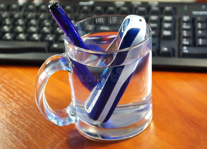 玻璃移动电话水 免版税图库摄影