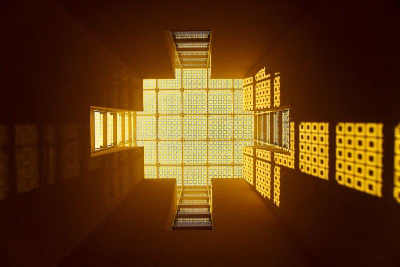 玻璃窗黄色 免版税库存图片