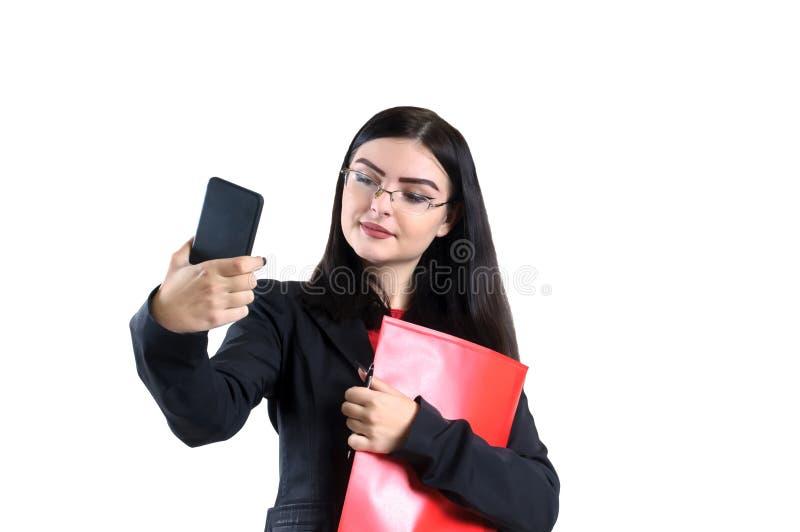 玻璃红色文件夹的画象年轻女实业家和笔女性,人,成功 库存照片