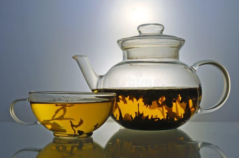 玻璃茶壶和茶杯 免版税库存图片