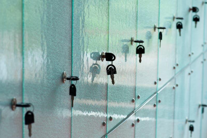玻璃衣物柜 图库摄影