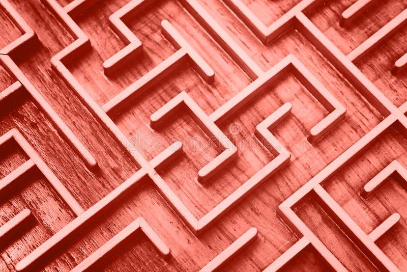 珊瑚桃红色被定调子的木迷宫迷宫难题 库存图片