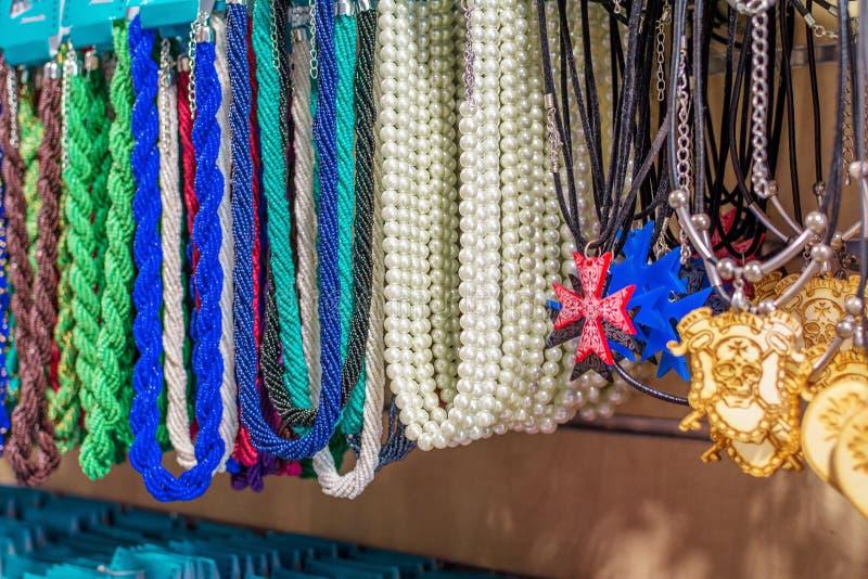 珍珠和绿松石小珠,马耳他十字形 免版税库存图片