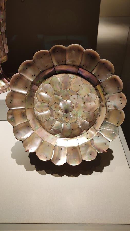 珍珠plauques由银色别针盘,新加坡登上了 库存照片