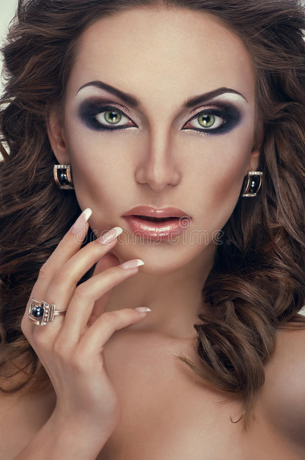 珠宝纵向毫华妇女 库存照片