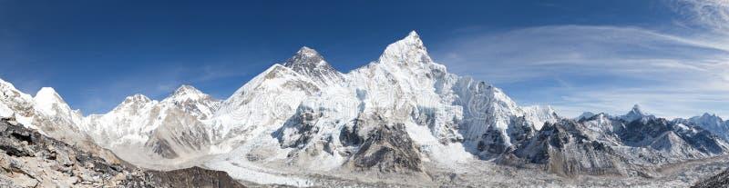 珠峰全景有美丽的天空的 免版税库存照片