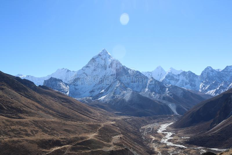 珠峰美丽和积雪的山全景  库存图片