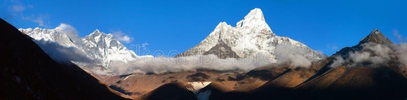 珠穆朗玛峰洛子峰阿玛达布拉姆峰尼泊尔喜马拉雅山山 库存图片