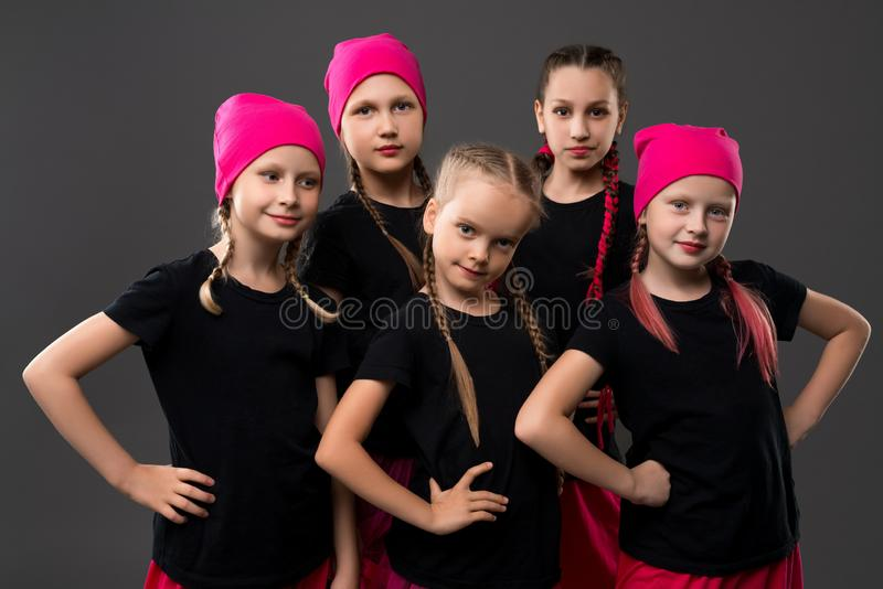 班丹纳花绸和T恤杉画象的少女 免版税库存图片