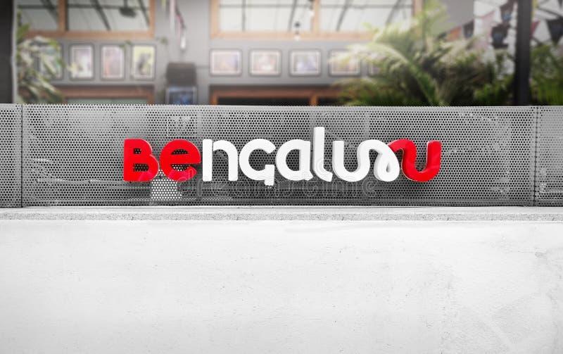 班加罗尔,卡纳塔克/印度 — 2018年8月1日:教堂街附近网状框架墙的班加罗尔标志 免版税库存照片