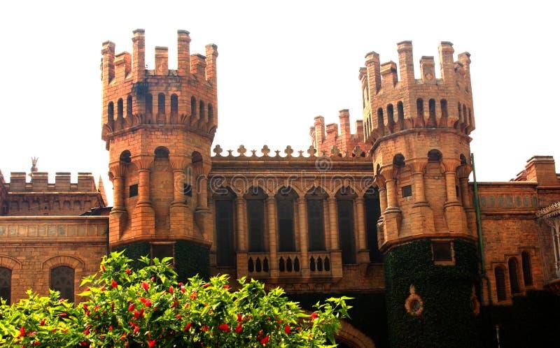班格洛宫殿视图的石城垛 库存图片