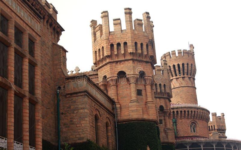 班格洛宫殿视图的石城垛 图库摄影