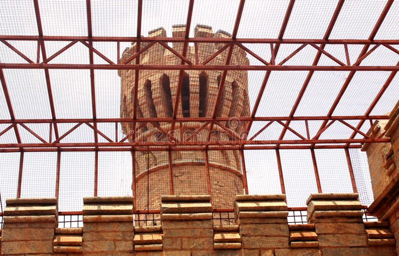 班格洛宫殿视图的石城垛 免版税库存图片