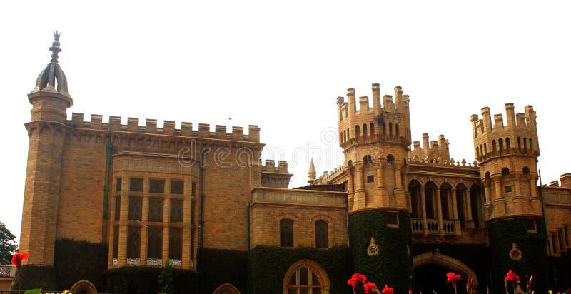班格洛宫殿视图的美丽的城垛 库存照片
