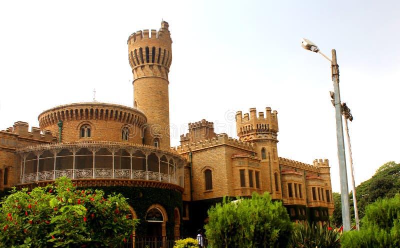 班格洛宫殿视图的美丽的城垛 库存图片