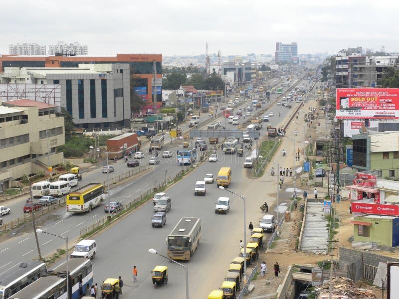 班格洛,卡纳塔克邦,印度- 2009年9月3日班格洛从丝绸委员会跨线桥的市地平线 库存图片