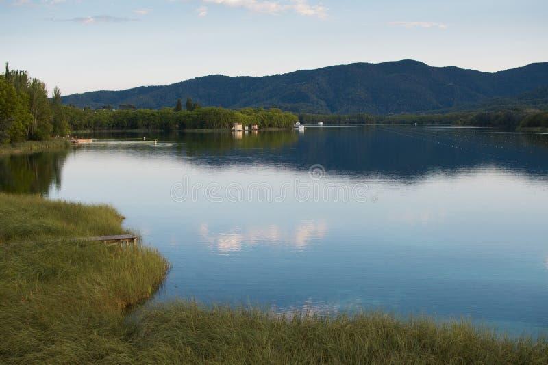 班约莱斯湖风景在希罗纳西班牙 图库摄影