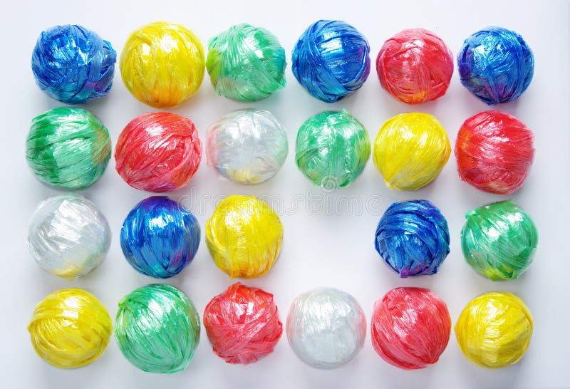 球五颜六色的创造性的塑料回收绳索 图库摄影