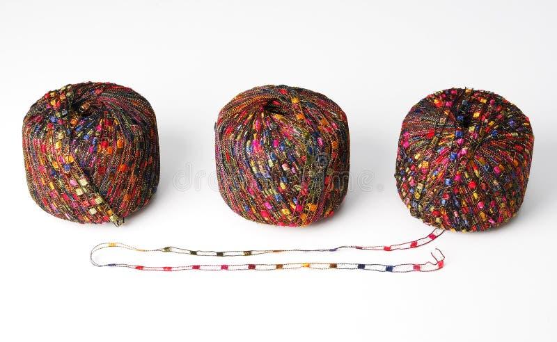 球五颜六色的红色三纱线 库存图片