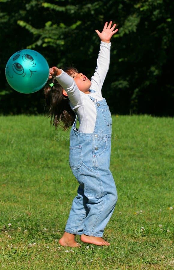 球儿童使用 免版税库存照片