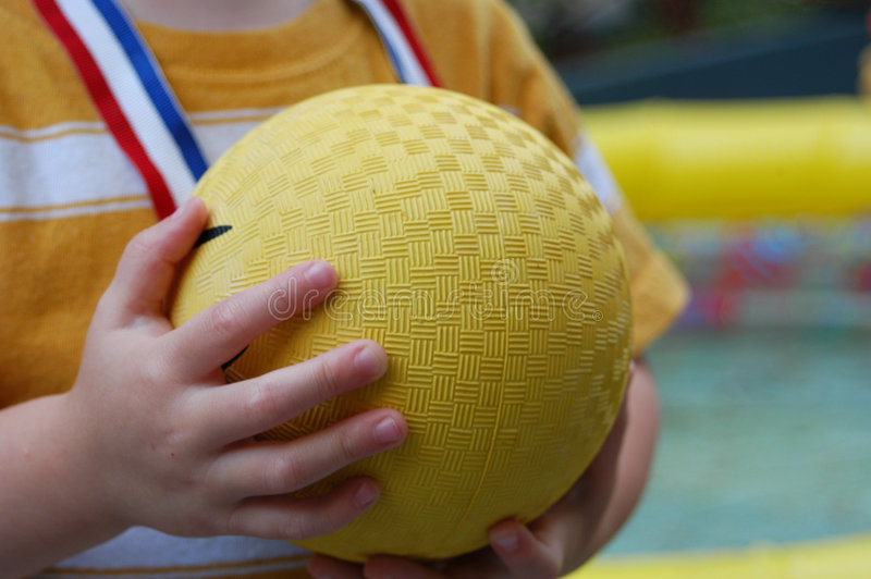 Download 球反撞力 库存图片. 图片 包括有 笑声, kickball, 竹子, 操场, 比赛, 作用, 孩子, 重新创建 - 180869
