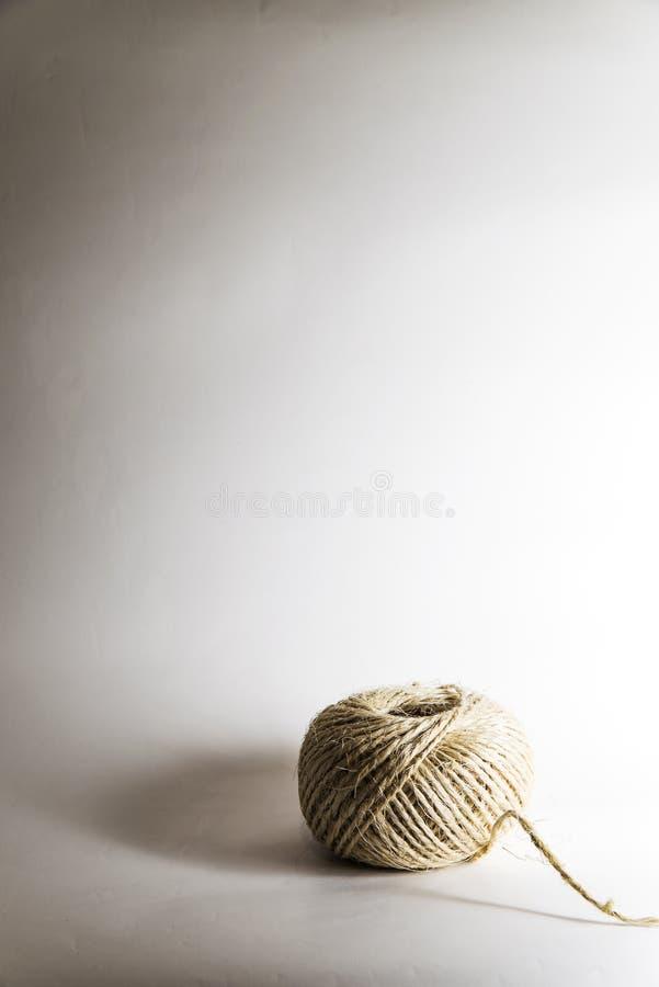 绳索球在演播室 免版税库存图片