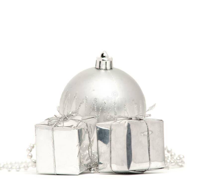 Download 球把圣诞节银二装箱 库存图片. 图片 包括有 工作室, 圣诞节, 对象, 稀疏, 气球, 存在, 季节性 - 22358157