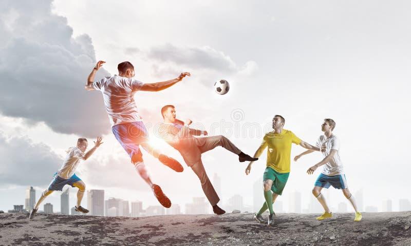 球插入的球员足球 混合画法 库存图片