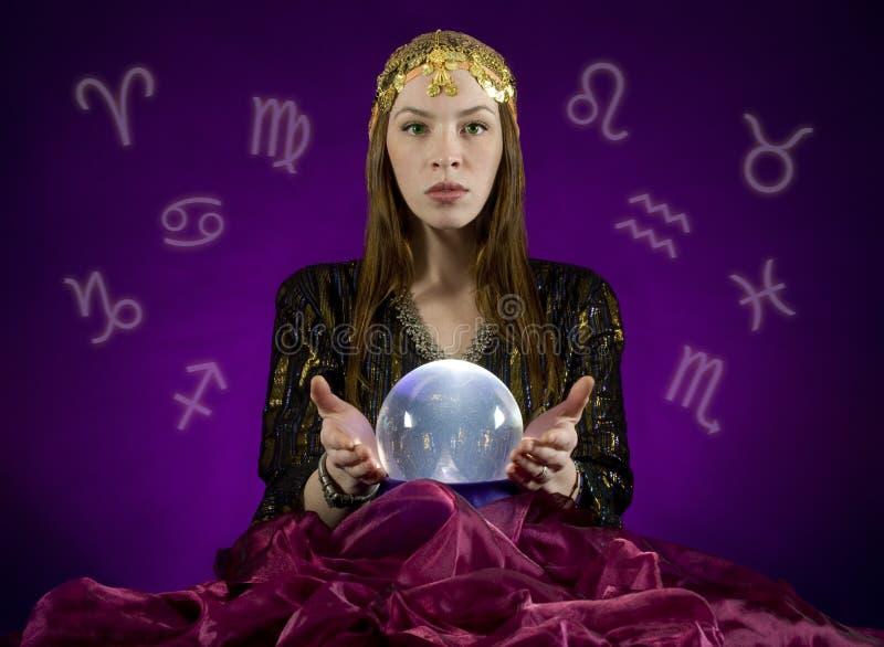 球水晶算命者 库存图片