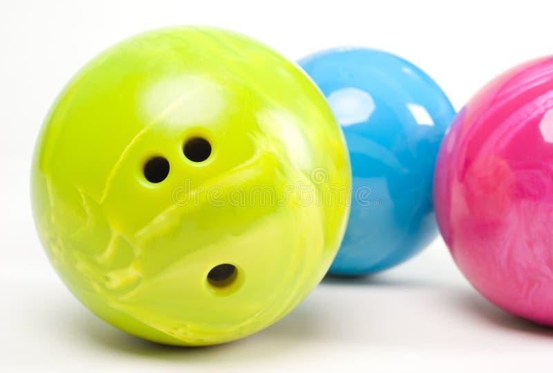 球滚保龄球五颜六色 免版税库存照片