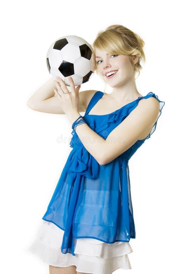 球白肤金发的蓝色礼服女孩足球 免版税库存照片