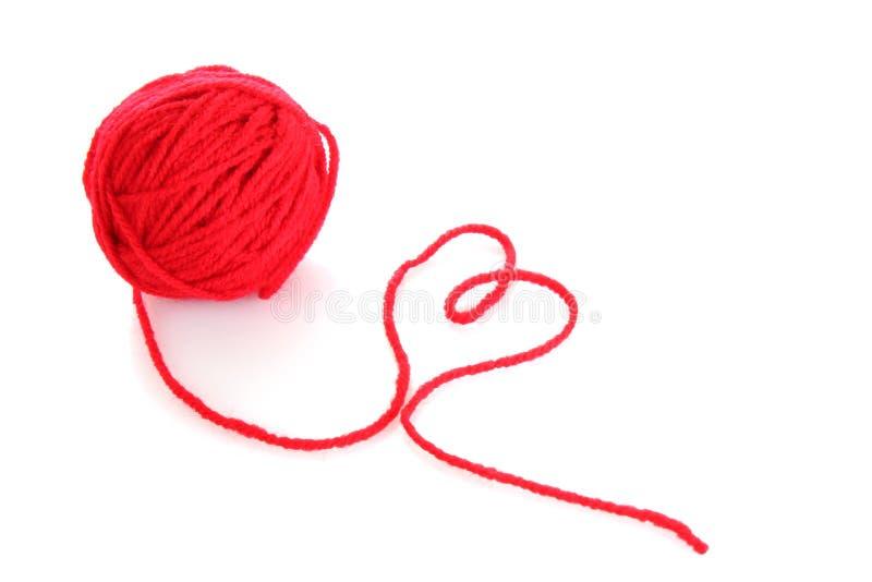 球羊毛查出的红色的线程数 库存照片
