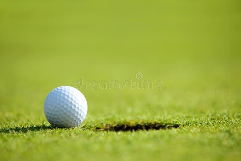 球近高尔夫球漏洞 图库摄影