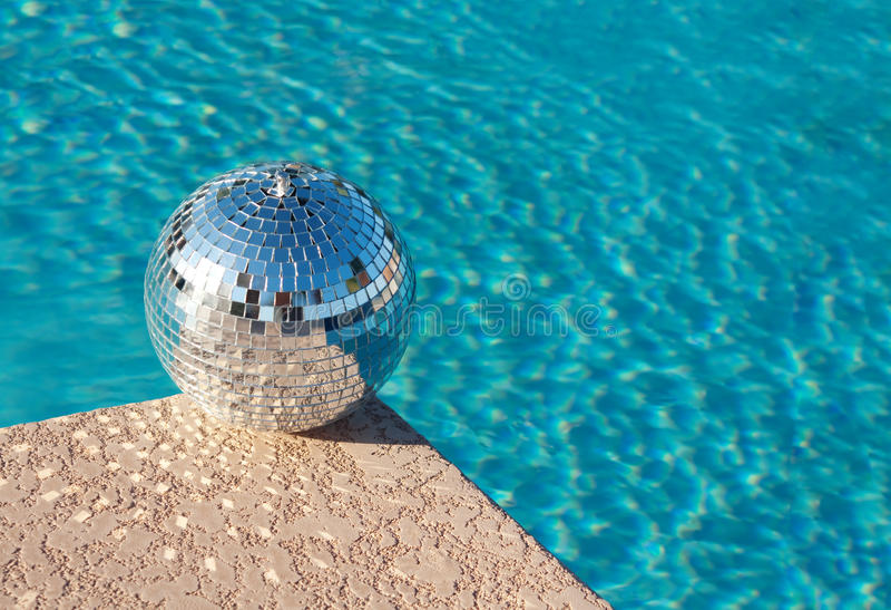 球迪斯科聚会池手段游泳 免版税库存图片