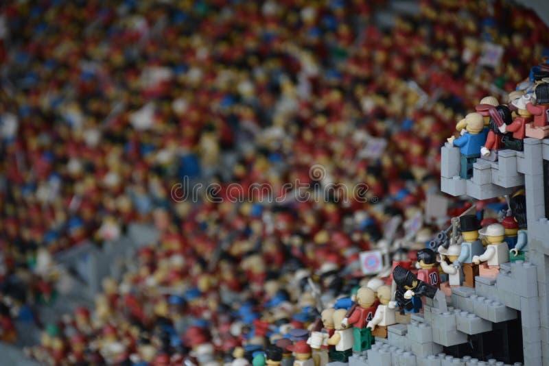 球迷在橄榄球场内在从塑料lego块的Munichmade 免版税图库摄影