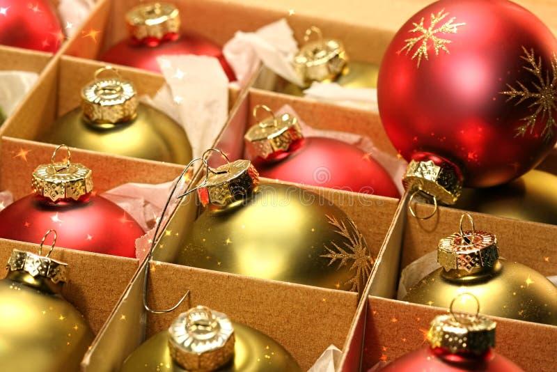 球配件箱圣诞节纸包裹 库存照片