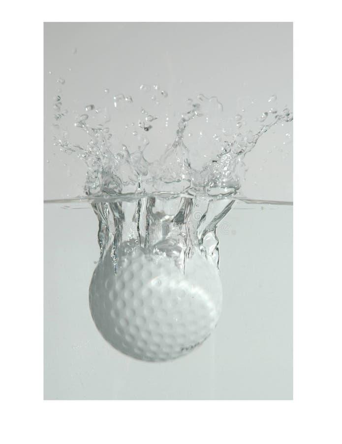球高尔夫球飞溅 免版税库存图片