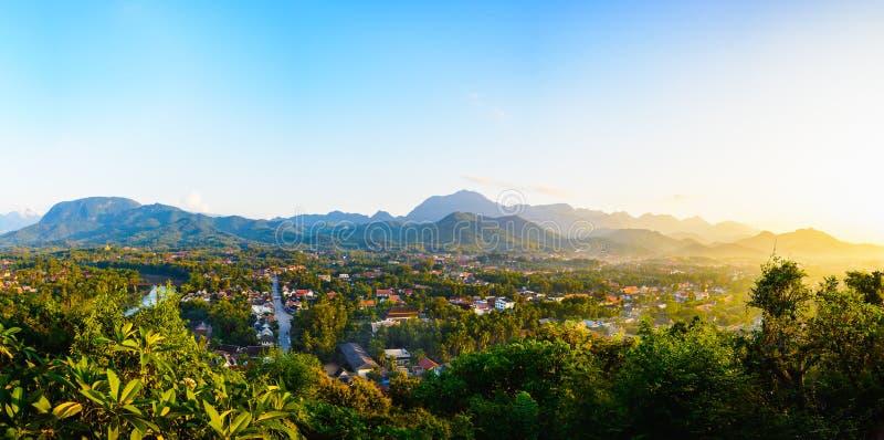 琅勃拉邦全景从观点,琅勃拉邦的城市视图我 免版税图库摄影