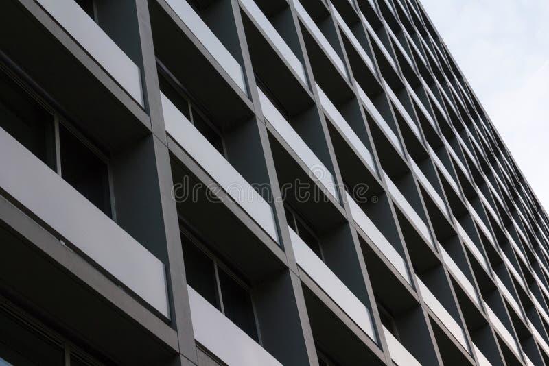 理事会公寓看法  复杂大厦外部在城市 免版税图库摄影