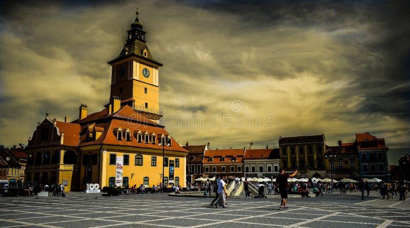 理事会正方形的罗马尼亚布拉索夫老市中心议院 免版税库存照片