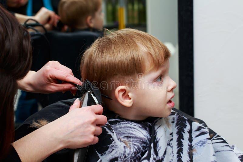 理发店的小男孩 库存图片