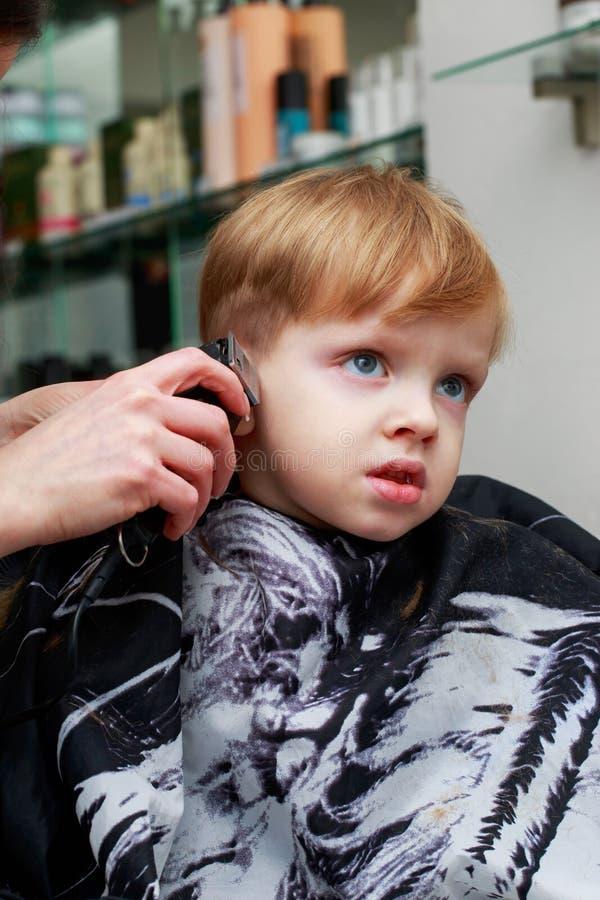 理发店的小男孩 免版税图库摄影
